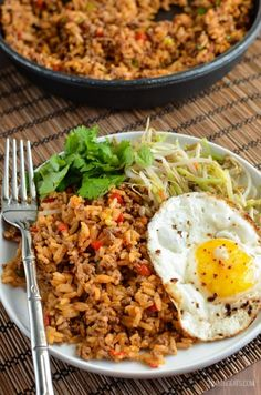Nasi Goreng – gluten free, dairy free, Slimming World and Weight Watchers friend… Nasi Goreng – glutenfrei, milchfrei, Slimming World und Weight Watchers freundlich Mini Hamburgers, Nasi Goreng, Healthy Foods To Eat, Healthy Snacks, Healthy Eating, Pitta, Halloumi, Diet Soup Recipes, Healthy Dinner Recipes