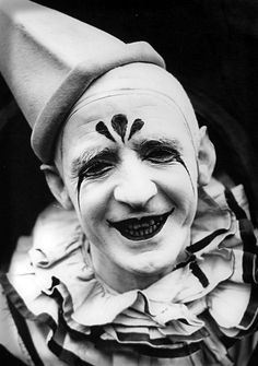 """""""There's nothing funny about a clown in the moonlight."""" (Lon Chaney)"""