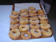 The italian donuts are delicious fritters. It's possible to find them everywhere in Italy and are often sold by street vendors on the beaches. From a yeast dough (for an hour), flavored with lemon zest, then fried in hot vegetable oil, rolled in sugar and filled with cream or chocolate for those who want. They are amazing !!!!!!! .