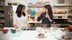 Geneviève O'Gleman and Alexandra Diaz are cooking pancakes in a muffin pan iin this video clip from Minutes Futées. Verrine Fruit, Mini Crepe, Tv Chefs, Cooking Recipes, Healthy Recipes, Yummy Recipes, Healthy Food, Omelette, Kids Meals