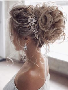 : wedding updo hairstyle, messy updo bridal hairstyle,updo hairstyles ,wedding hairstyles Hairstyles Gorgeous & Super-Chic Hairstyle That's Breathtaking - Fabmood Long Hair Wedding Styles, Wedding Hairstyles For Long Hair, Wedding Hair And Makeup, Bridesmaid Hairstyles, Elegant Wedding Hairstyles, Engagement Hairstyles, Hairstyle Wedding, Bride Hairstyles For Long Hair, Everyday Hairstyles