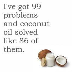 Minha relação com o óleo de coco. No café, para cozinhar, como hidratante (rosto, corpo, mãos, cabelos, lábios), removedor de maquiagem e por aí vai.. 🌴💛