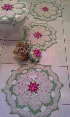 Resultado de imagem para crochet for home bathroom Crochet Art, Crochet Home, Crochet Motif, Crochet Doilies, Crochet Flowers, Vintage Crochet Patterns, Crochet Stitches Patterns, Doily Patterns, Yarn Crafts