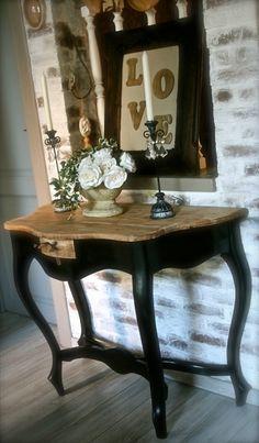 Superbe ancienne table console stylisée en bois massif sur 4 pieds patine