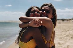 🌻 b e s t i e bff pictures, friend pictures Photos Bff, Best Friend Photos, Best Friend Goals, Shotting Photo, Cute Friends, Beach Poses With Friends, Friend Beach Pictures, Beach Instagram Pictures, Beach Best Friends