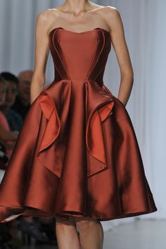 Zac Posen at New York Fashion Week Spring 2014 - Details Runway Photos Haute Couture Style, Couture Mode, Couture Fashion, Runway Fashion, High Fashion, Fashion Spring, Womens Fashion, Zac Posen, Beautiful Gowns