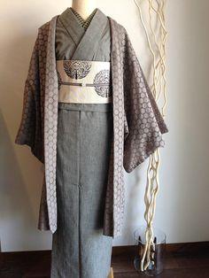 デニム Yukata Kimono, Kimono Dress, Traditional Japanese Kimono, Traditional Dresses, Geisha, Modern Kimono, Kimono Design, Japanese Costume, Japanese Outfits
