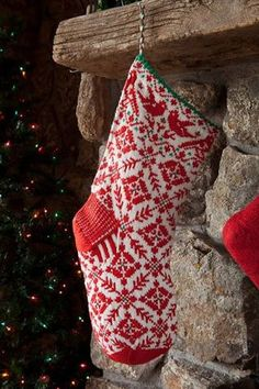Ideas for knitting socks nordic christmas stockings Swedish Christmas, Noel Christmas, Scandinavian Christmas, Country Christmas, Christmas Crafts, Woodland Christmas, Knit Stockings, Knitted Christmas Stockings, Christmas Sweaters