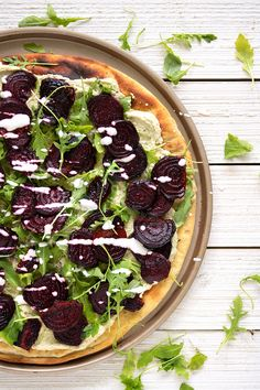 Beet, Arugula, and Goat Cheese Flatbread  #healthy #vegetarian #recipes #quickandeasy #lunch #dinner #appetizer #mealideas