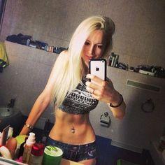 la barbie humaine valeria lukyanova pose sans artifices enfin presque presque https://www.facebook.com/pages/Valeria-Lukyanova/548751155223623