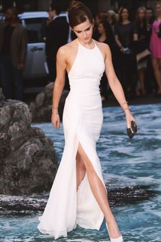 When I think of The Dress the image in my head is this classic white dress with high thigh slit Emma Watson is wearing. My favourite dress ever, hands down.