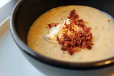 Delicious - but makes a LOT of soup cups!) Liza Loves: Crock Pot Loaded Baked Potato Soup no bacon or sour cream - 5 pts/cup Crock Pot Baked Potatoes, Easy Baked Potato, Crock Pot Soup, Crock Pot Slow Cooker, Crock Pot Cooking, Slow Cooker Recipes, Crockpot Recipes, Soup Recipes, Cooking Recipes