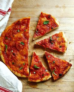 Focaccia rossa con pomodoro basilico e origano freschi!  #vscocam #vscgrid #vsco #atwork #picoftheday #pizza #picture #pictureoftheday #pictoftheday #ricette #ricetteperpassione #cucinaitaliana #dolce_salato_italiano #lacucinascacciapensieri #homemade #good #goodday #moment #pane #show_me_your_food #top_food_of_instagram #instagood #instafollow
