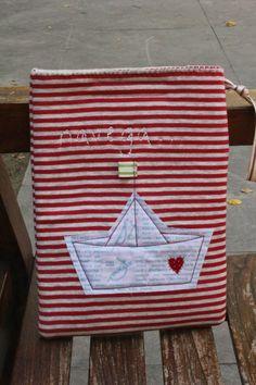TELA MARINERA, Costura Cretaiva Compartida: Funda Ipad Tela Marinera... Sewing Tutorials, Sewing Crafts, Sewing Projects, Sewing Patterns, Sea Logo, Origami Boat, Ocean Crafts, Sailor Fashion, Summer Diy
