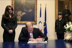 Le prince William et la duchesse Kate à l'ambassade de France à Londres, le 17 novembre 2015