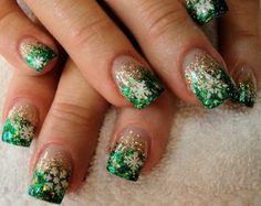 Christmas Green Snowflake Ombré Nails       - Christmas Nail Art