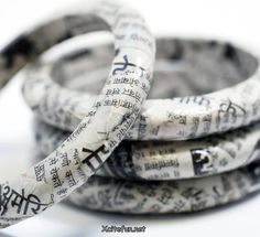 recycled-newspaper-bracelet