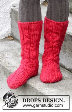 Christmas Journey socks with cables by DROPS Design. Free #knitting pattern