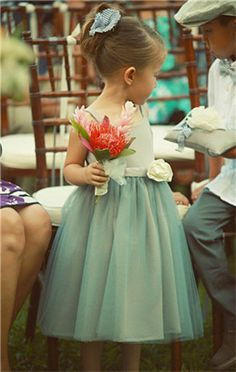 Sweet dress for OliviaOkay, I don't do the wedding board thing. I don't even intend to have flower girls. But man alive, if I ever WERE to have flower girls. they'd wear this. Turquoise Flower Girl Dress, Tulle Flower Girl, Princess Flower Girl Dresses, Tulle Flowers, Flower Tea, Princess Girl, Diy Flower, Toddler Flower Girl Dresses, Flower Dresses