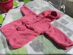 Peignoir à capuche tricoté main pour bébé taille 12 mois : Mode Bébé par bleu-blanc-rose