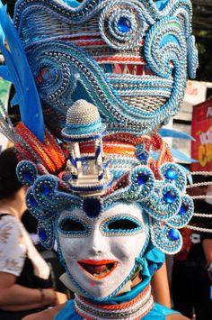 Maskarra festival Masskara Festival, Philippines Culture, Festivals Around The World, Unique Outfits, Photo Illustration, Mask Design, Samba, School Projects, Caribbean