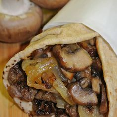Greek Steak Pitas with Caramelized Onions and Mushrooms Recipe Pita Recipes, Crockpot Recipes, Cooking Recipes, Caramelized Onions And Mushrooms, Stuffed Mushrooms, Stuffed Peppers, Traditional Gyro Recipe, Greek Side Dishes, Main Dishes