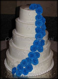 Another wedding cake by my Aunt..I really like the beauty in the simplicity of this one.
