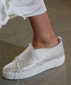 Модные женские слипоны 2017 года и фото стильной обуви модных брендов
