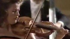 """, Les quatre saisons, Philharmonie de Berlin, Antonio Vivaldi, Herbert Von Karajan, Anne-Sophie Mutter 1987/ 07 /27, Orchestre Philharmonique de Berlin dirigé par Herbert von Karajan (1909-1989) joue Antonio Vivaldi """"Les Quatre Saisons» avec la violoniste Anne-Sophie Mutter.  et le concert d'ouverture en 1987 dans le hall de la musique de chambre  Philharmonique de Berlin (Allemagne). Le Quattro Stagioni - Concertos pour violon, cordes et basse continue Opus 8/1-4"""