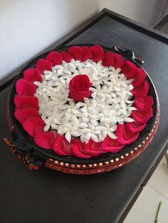 Easy Rangoli Designs Diwali, Rangoli Designs Flower, Diwali Diy, Colorful Rangoli Designs, Flower Rangoli, Beautiful Rangoli Designs, Diwali Rangoli, Simple Rangoli, Arti Thali Decoration