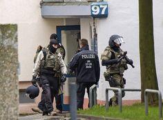 In Chemnitz hat es einen weiteren Zugriff der Polizei gegeben. Über die Hintergründe des Anti-Terror-Einsatzes sind derweil neue Details bekanntgeworden. Danach reiste der junge syrische Tatverdächtige als Flüchtling ein.