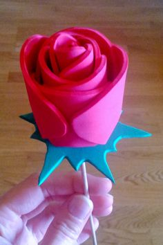 Ideas que mejoran tu vida Kids Crafts, Arts And Crafts, Flores Diy, Love Days, Handmade Flowers, Flower Making, Headbands, Origami, Rose