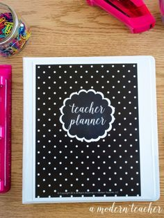 Stay organized! Teacher Binder, Teacher Planner, everything is done for you so you have more time to teach, from one teacher to another: check it out #teacherssupportingteachers, paid product