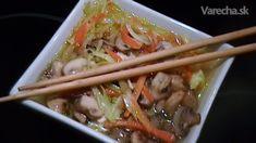 V čínskej reštaurácii som už dávnejšie jedla výbornú pálivú a teda riadne hrejivú kuraciu polievku. Snažila som sa ju navariť aj doma a výsledok bol prekvapivo dobrý. Odvtedy sa u nás pripravuje pomerne často. Podáva sa hustá, horúca a pálivá, takže nielenže dobre zahreje, ale i zasýti. Japchae, Meat, Chicken, Ethnic Recipes, Food, Asia, Essen, Meals, Yemek