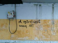 a művészet sosem art.