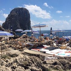 I love sandy beaches. But that's another story.  #divinaday for Brazilian girls @futilidades in my loved beach. Where? At Capri's Fontelina of course!  Double tap if you love this for your Saturday.