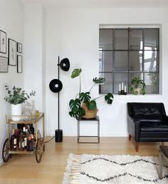 DIY window wall by Sonoma Seven -   http://sonomaseven.dk/diy-window-wall/