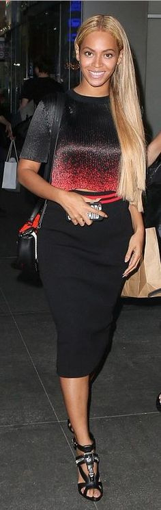 Who made  Beyonce Knowles' red studded handbag, silver sandals, and black spray paint tee?