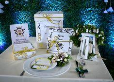 zaproszenia złocone kwiatowe róże Table Decorations, Home Decor, Decoration Home, Room Decor, Home Interior Design, Dinner Table Decorations, Home Decoration, Interior Design