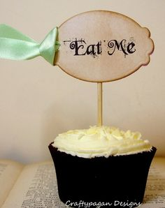 Love these cupcakes for an alice in wonderland/tea party theme