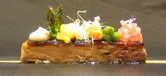 Lingot de garrinet desossat i confitat Portal, Pineapple, Restaurant, Fruit, Food, Gastronomia, Pinecone, Restaurants, Meals