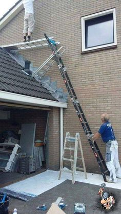 Take a look at these hilarious proofs that confirm the dumbest people are around us. These stupid people are doing things, work or partying in a wrong way without safety. Awkward Moments, Funny Moments, Construction Humor, Safety Fail, Darwin Awards, Safety First, Mission Impossible, Weird Pictures, Safety Pictures