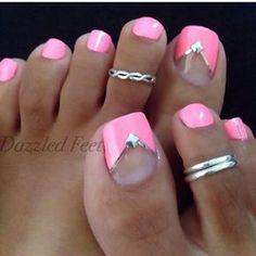 Barbie Pink mit Chevron V - Nageldesign - manicure Pretty Toe Nails, Cute Toe Nails, Toe Nail Art, Fancy Nails, Pretty Toes, Pink Toe Nails, Painted Toe Nails, Hot Pink Nails, 3d Nails
