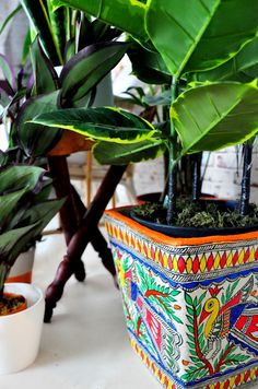 Great designs and poppy colours can make those planters by the balcony be seen and praised even by a distance. Indian Inspired Decor, Indian Home Decor, Pottery Painting Designs, Paint Designs, Quirky Home Decor, Handmade Home Decor, Madhubani Painting, Madhubani Art, Small Balcony Decor
