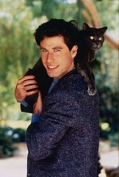 """john travolta hoists this panther-like-cat over his shoulder. attractiveguyswithcats: """" young John Travolta with his cat. oh the beauty. John Travolta, Celebrities With Cats, Celebs, I Love Cats, Crazy Cats, Men With Cats, Michelle Phillips, Danny Glover, Steve Martin"""