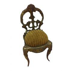 ANTIGUA RELOJERA NAPOLEÓN III En forma de silla con asiento entelado marrón. Medidas: 10,4 x 5,5 x 5 cm.
