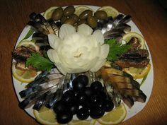 Fish platter with creative Fish Platter, Good Food, Yummy Food, Food Platters, Salad Bar, Snacks, Home Recipes, Culinary Arts, Fish And Seafood