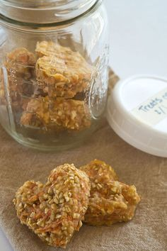 Made of oats, apple sauce, carrots and flour, these biscuits are loved by horses and dogs alike.