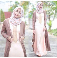 Muslimah & Hijab fashion Hajib Fashion, Modesty Fashion, Skirt Fashion, Womens Fashion, Hijab Style Dress, Hijab Outfit, Islamic Fashion, Muslim Fashion, Hijab Moda