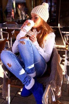 Добро утро с кафе и усмивки :)  ...щастието съществува....  протегнете ръката си към някого...  послушайте шепота на сърцето...  подарете усмивка...  докоснете, стоплете някого...  и ще разберете...  щастието съществува...